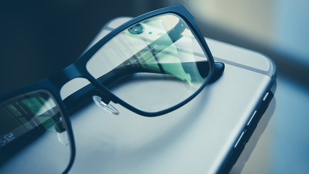 Какой экран смартфона лучше для глаз: советы специалистов