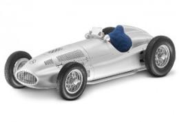 1,5-литровый гоночный автомобиль Mercedes-Benz, W165, 1939, Серебристый, CMC, 1:18.B66040294