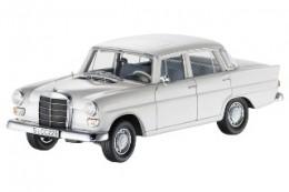 Модель 190/200 D, W 110, 1961–1968 гг. белый, Norev, 1:18 Mercedes-Benz B66040595