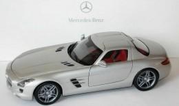 Модель Mercedes-Benz SLS AMG, Silver, Scale 1:18 B66960043
