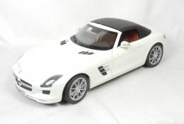 Модель Mercedes-Benz SLS AMG Roadster, White, Scale 1:18 b66960079