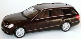 Модель Mercedes-Benz E Class Avantgarde Estate in Brown, Scale 1:18 B66962440
